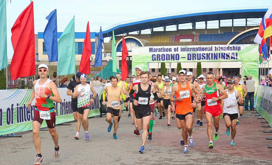 Свыше 140 участников, 11 стран мира и десятки километров пути. IX трансграничный марафон дружбы «Гродно-Друскининкай» завершился в Литве