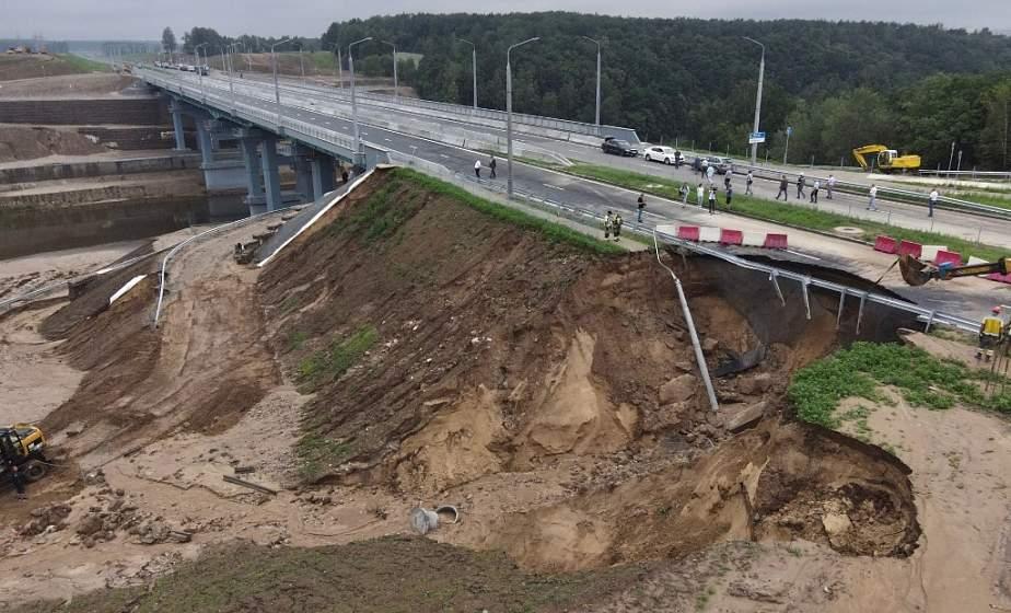 В Гродно из-за ливней обрушилась часть новой дороги. На устранение последствий уйдет около недели (+видео)