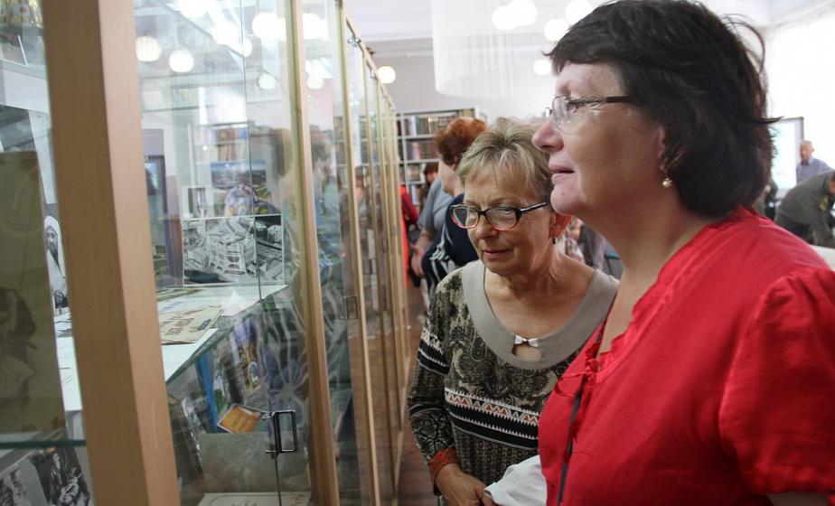 Раритетные снимки, буклеты и открытки 1950-х. Более 500 экспонатов, посвященных истории Гродненщины, можно увидеть в областной библиотеке