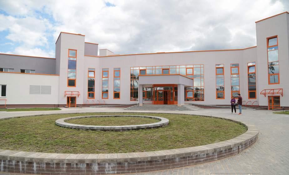 В новой больнице в Островце будут работать 140 молодых специалистов