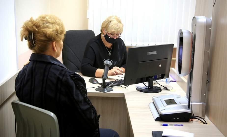 Почти 1500 жителей Гродненщины обратились за получением ID-карт и биопаспортов. Сколько стоит новый документ и где его оформят быстро?