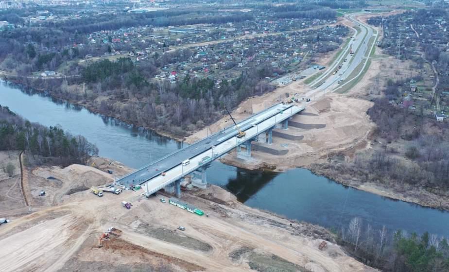 Четыре полосы с резервом. Какой будет магистраль по проспекту Купалы в сторону нового моста и как ориентироваться на многоуровневой развязке (+видео)