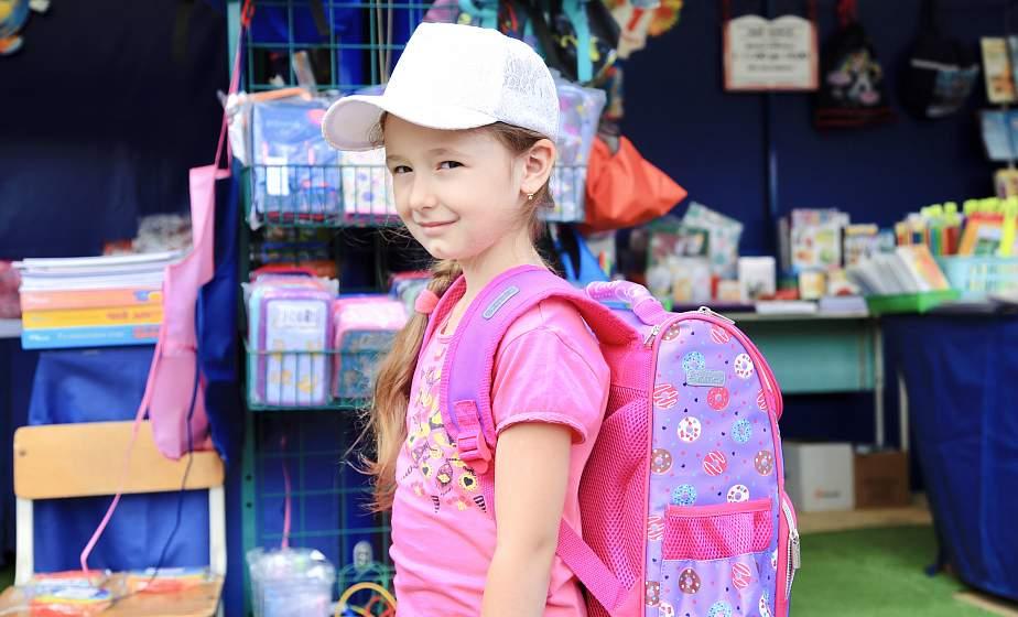 Советская форма и рюкзак с USB. Школьный базар-2021 открылся в Гродно