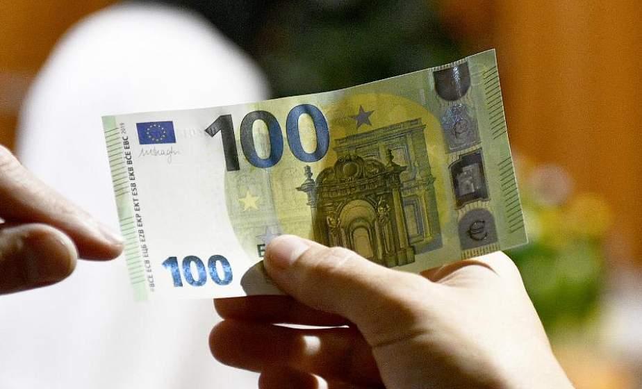 Подарок от родственников. В одном из банков Лиды женщина хотела обменять поддельные 100 евро