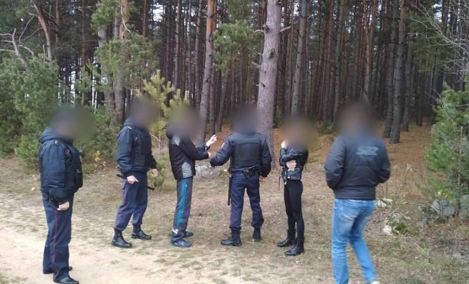 В Гродненском районе двое мужчин привязали пенсионера к дереву в лесном массиве. Возбуждено уголовное дело
