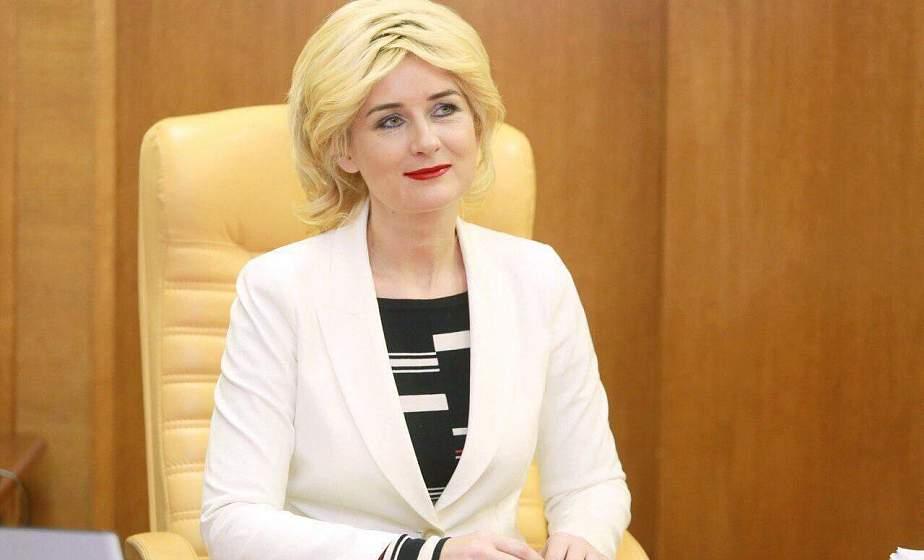 Субботнюю прямую линию с жителями области провела заместитель председателя облисполкома Елена Бубенчик