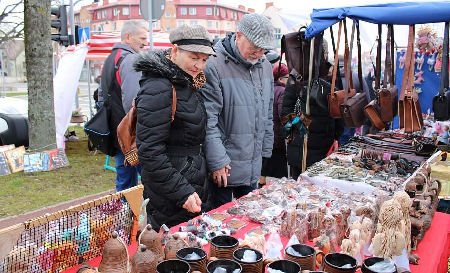 От кукол до керамики. Гродненские ремесленники приняли участие в ярмарке Казюки в польском городе Элк
