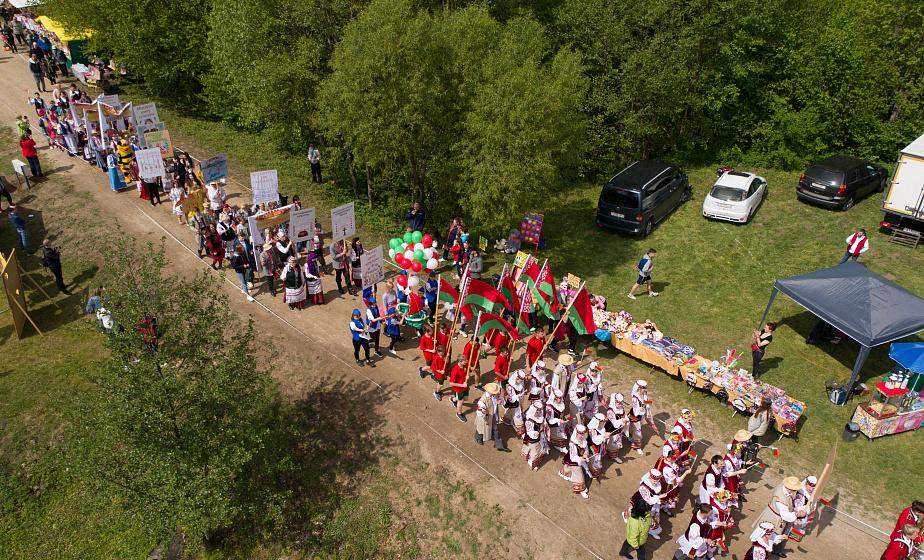 Августовский канал пригласил друзей в знаковый для всей страны праздничный день (дополнено)