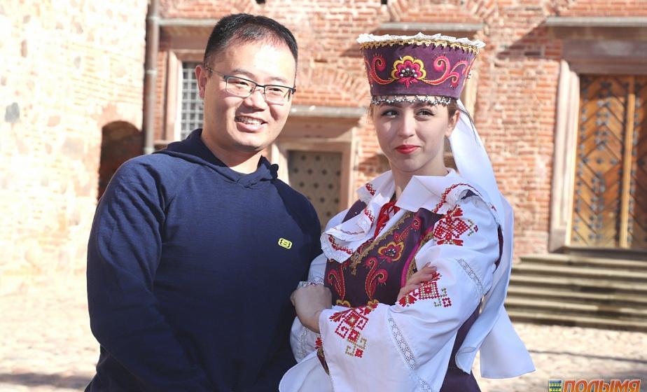 Китайские журналисты в рамках пресс-тура по Беларуси посетили Мирский замок