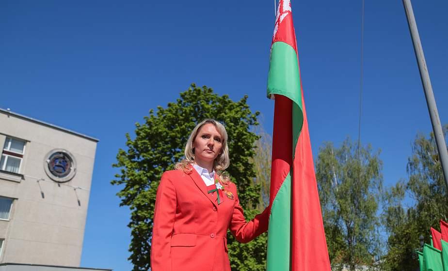 На Гродненщине одновременно подняли почти 200 Государственных флагов