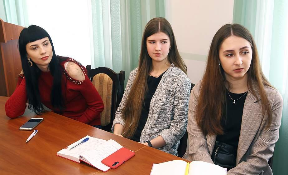 Имидж журналиста в соцсетях и ТВ подручными средствами. В Гродно прошло занятие в школе молодого журналиста «Мастерская BY-RU»