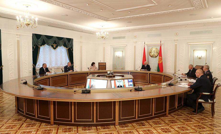 Тема недели: Александр Лукашенко провел селекторное совещание по уборочной кампании