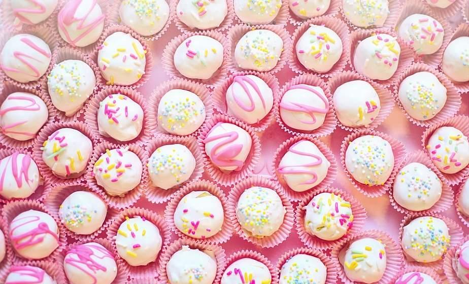 Диетолог объяснила, почему тянет на сладкое