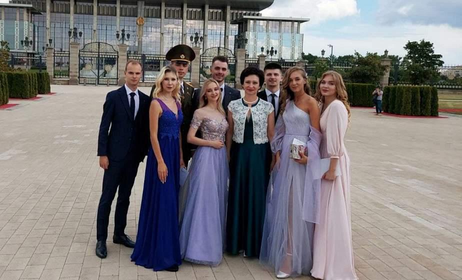 «Нас, молодых, желающих изменить мир к лучшему, много, а потому будущее Беларуси – в надежных руках». Участники Республиканского бала выпускников поделились впечатлениями
