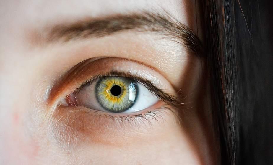 Большие проблемы глазам может доставить микроскопический клещ. Как его вовремя обнаружить?