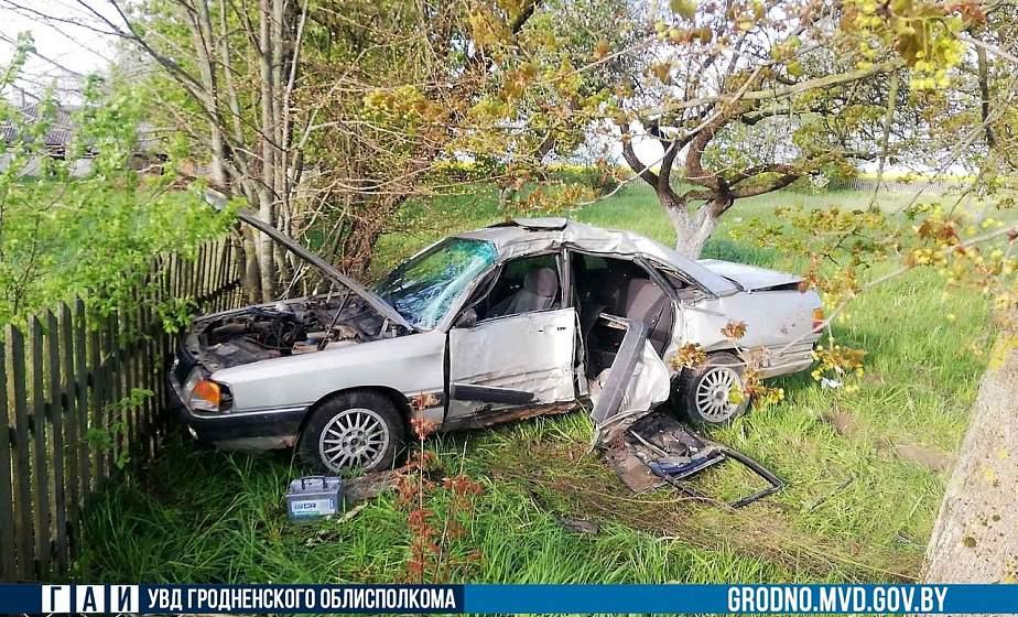 Серьезная авария под Вороново: водитель не справилась с управлением и врезалась в дерево