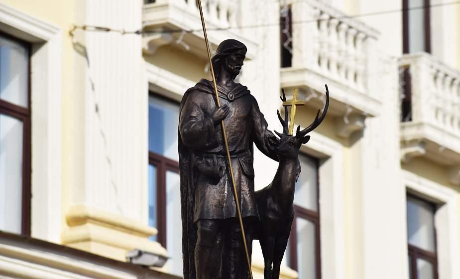 Подарок ко Дню города и символ истории. В центре Гродно открыли скульптуру Святому Губерту