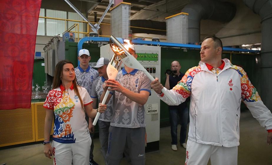 Эстафету «Пламя мира» встретили в белорусской столице хрусталя и стекла