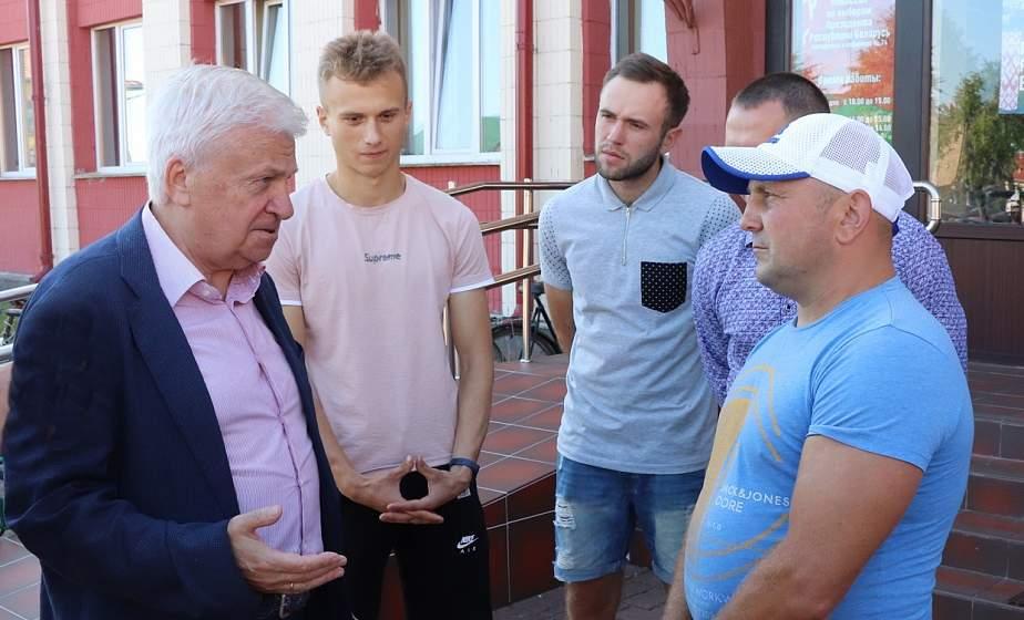 Ивье посетил известный футболист Анатолий Байдачный