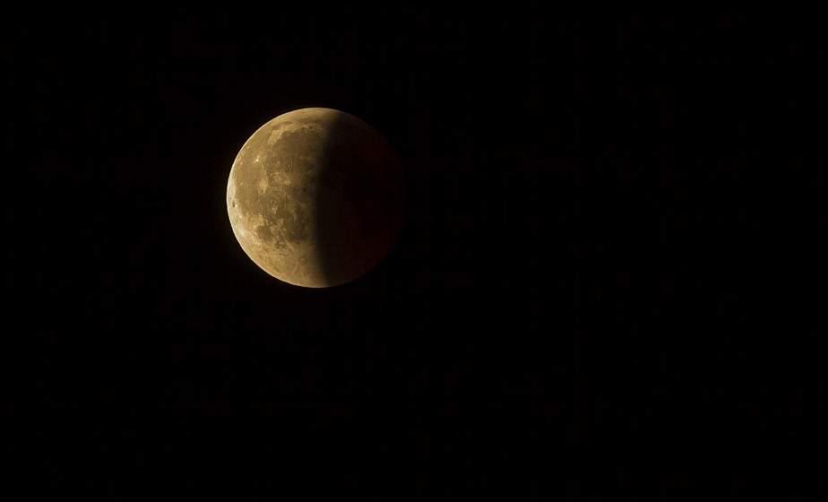 В ночь на субботу произойдет самое значительное в этом году затмение Луны