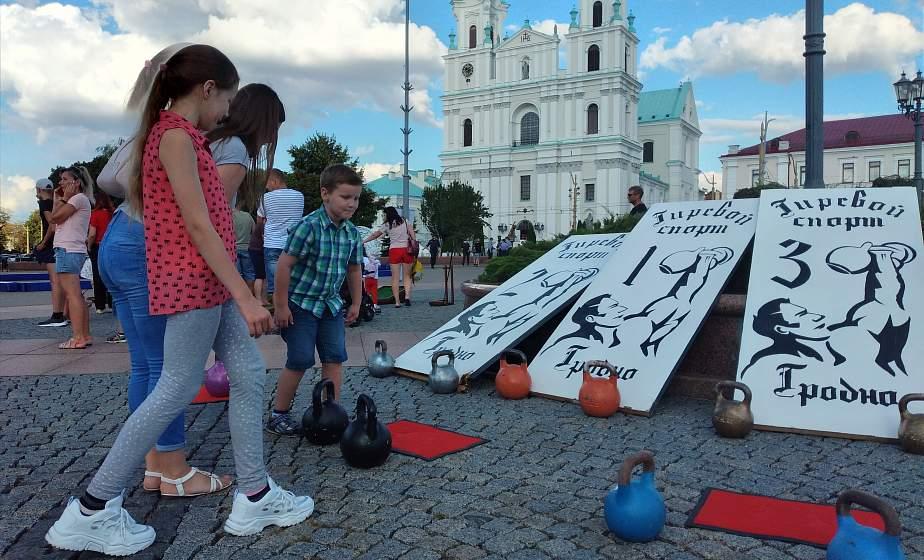Спортивная страна в центре Гродно. Записаться в спортивную секцию можно было прямо на Советской площади