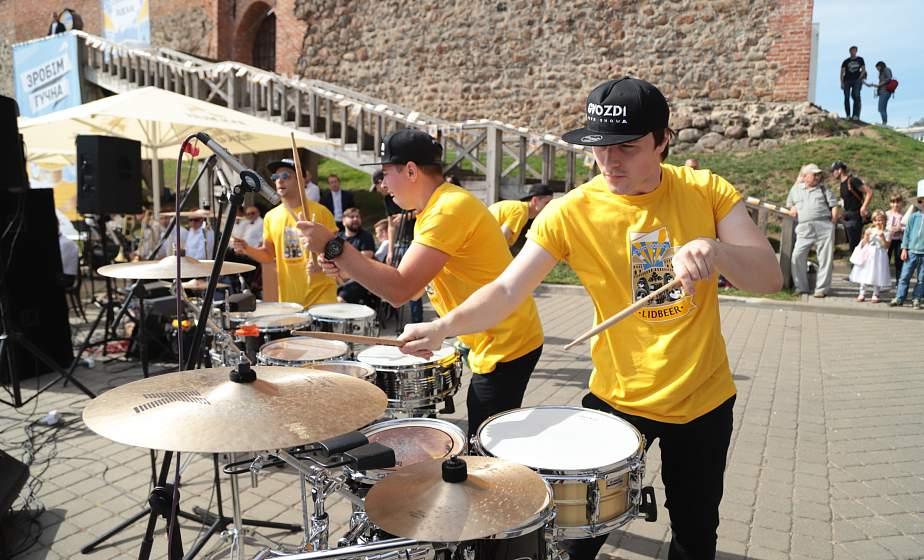 Бой барабанов и волны музыкального драйва. В Лиде тожественно открыли фестиваль хмеля, солода и воды Lidbeer (+видео)