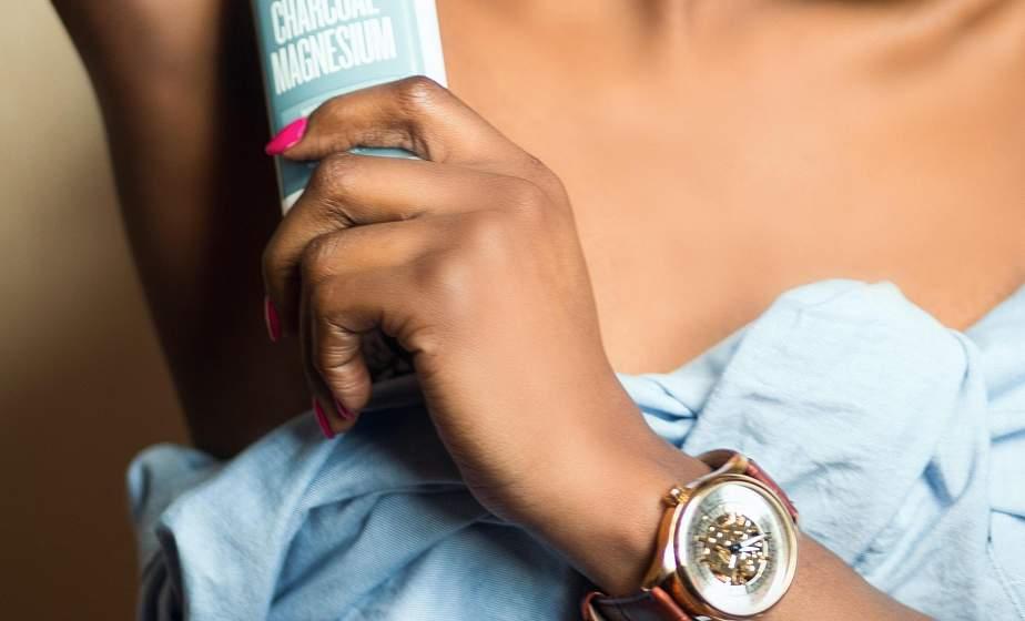 На что стоит обратить внимание при выборе дезодоранта или антиперспиранта? Рассказывает врач-косметолог