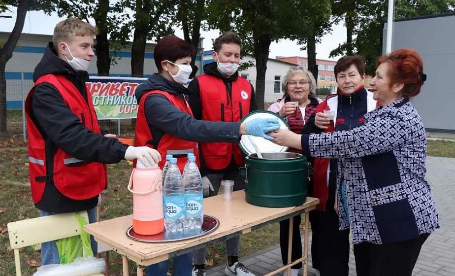 Красный Крест начал благотворительную кампанию «Ваша дапамога» для помощи пожилым. Что уже успели сделать волонтеры?