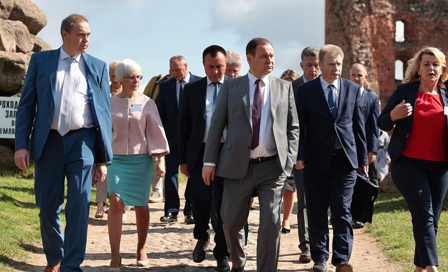 Чем привлечь внутреннего туриста и как за счет богатой истории, местных брендов и эксклюзивных производств расширить сферу, обсудили в Новогрудке на выездном совещании с участием премьер-министра