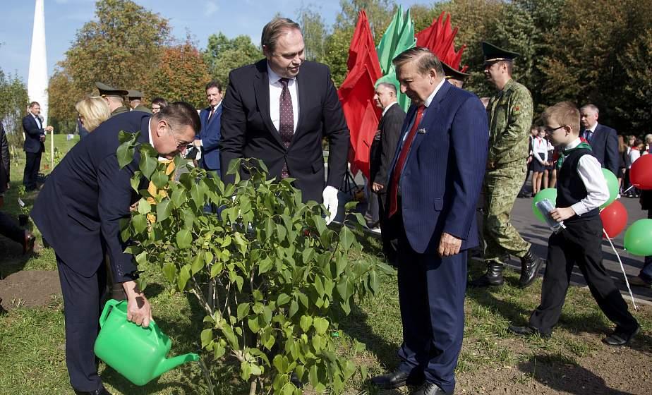 Сохранить историю, чтобы не повторить прошлое. В Гродно дали старт международному проекту «Сирень Победы – Сад Мира»