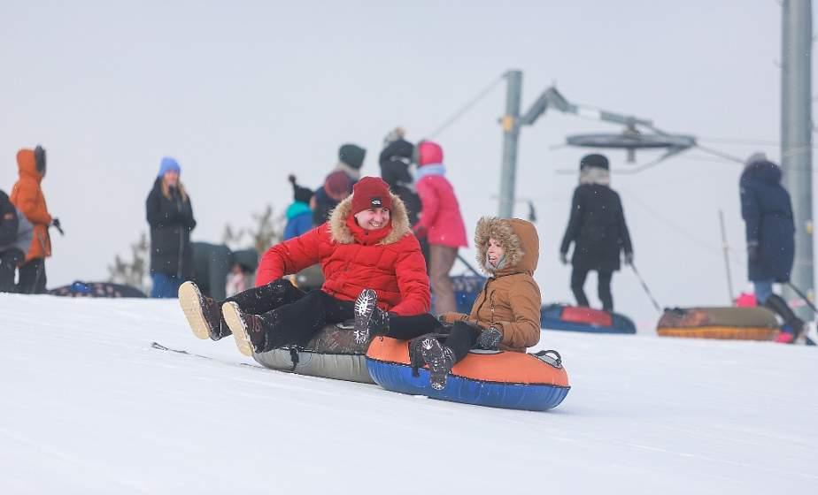 Бэксайд на сноуборде и скоростные спуски. Как на «Коробчицком Олимпе» гродненцы провели снежный уик-энд