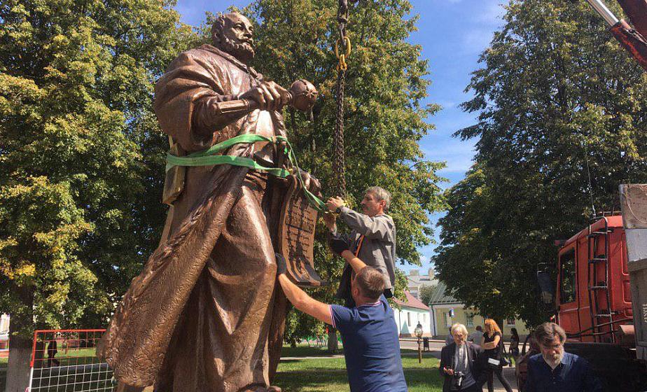 В Слониме устанавливают бронзовый памятник Льву Сапеге