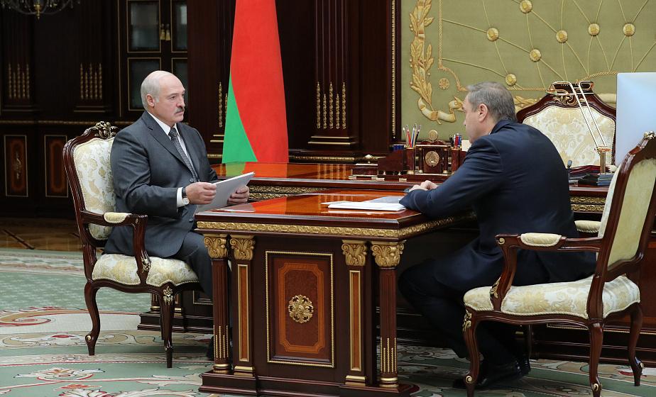 О ценах на лекарства и закупках оборудования - Александр Лукашенко обсудил с Владимиром Караником ситуацию в здравоохранении