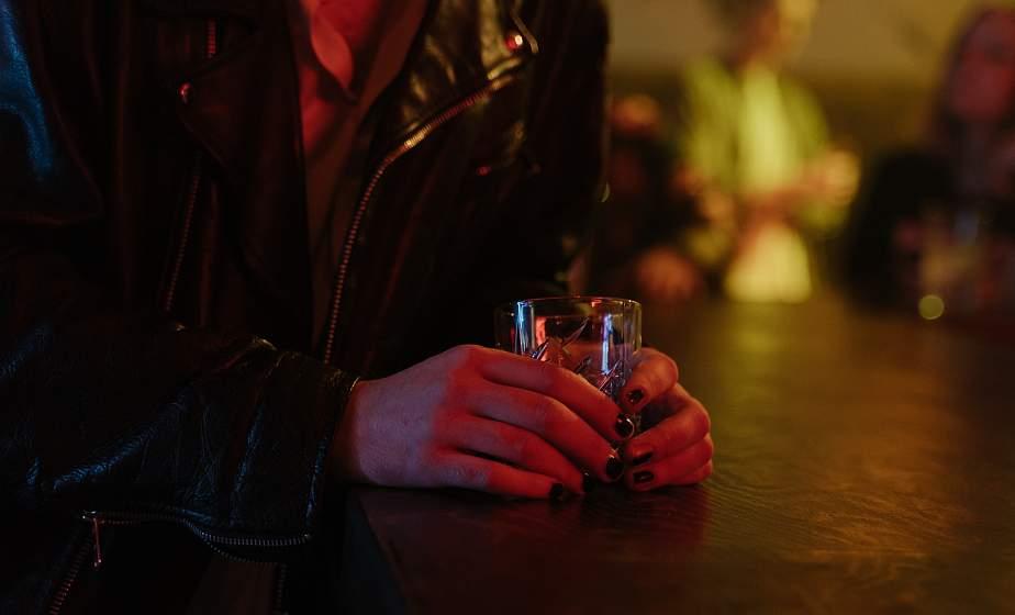 Почему подростки становятся алкоголиками?
