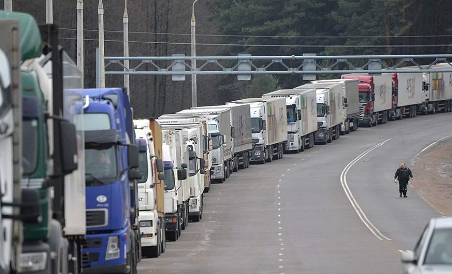 В очередях на выезд из Беларуси в Польшу и Литву стоят более 350 машин