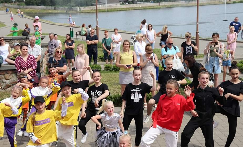Танцевать, петь и отрываться. В Лиде прошел фестиваль субкультур «Молодежная волна»
