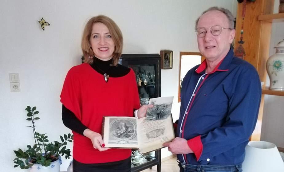 Тры кнігі з легендарнай бібліятэкі графаў Храптовічаў вярнуліся ў Беларусь