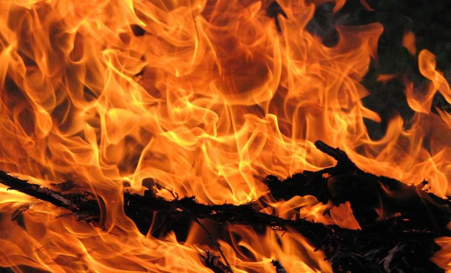 В Вороновском районе сгорело 100 тонн соломы