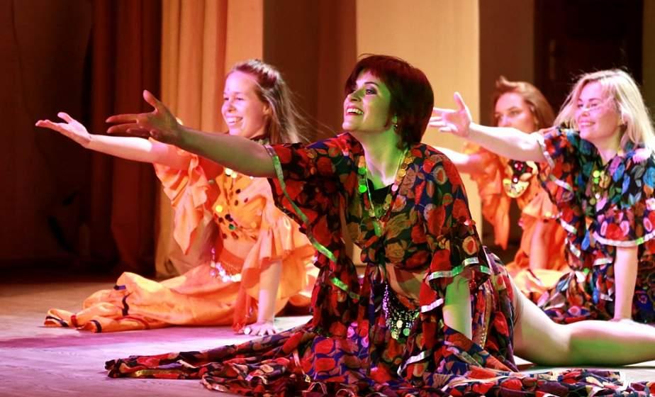 С инопланетянами и музыкой разных национальностей. В Гродно прошел творческий спектакль «Танцы планеты Земля»