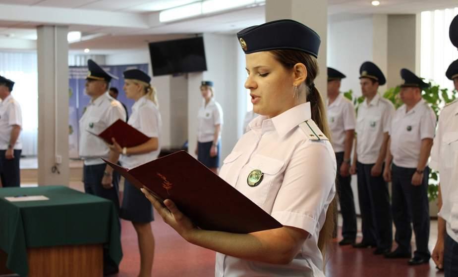 В преддверии Дня Независимости молодые сотрудники Гродненской региональной таможни торжественно приняли присягу