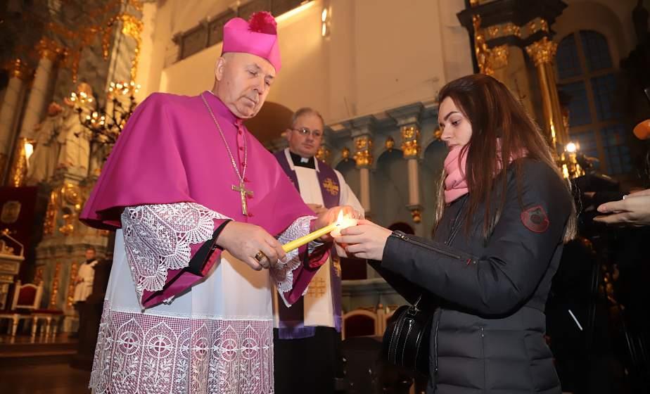 В Гродно доставили главный символ Рождества – Вифлеемский огонь