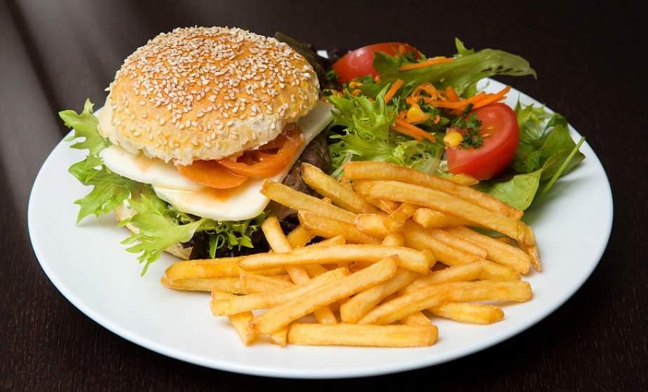 Беларусь входит в топ-5 популярных у туристов стран с недорогой быстрой едой