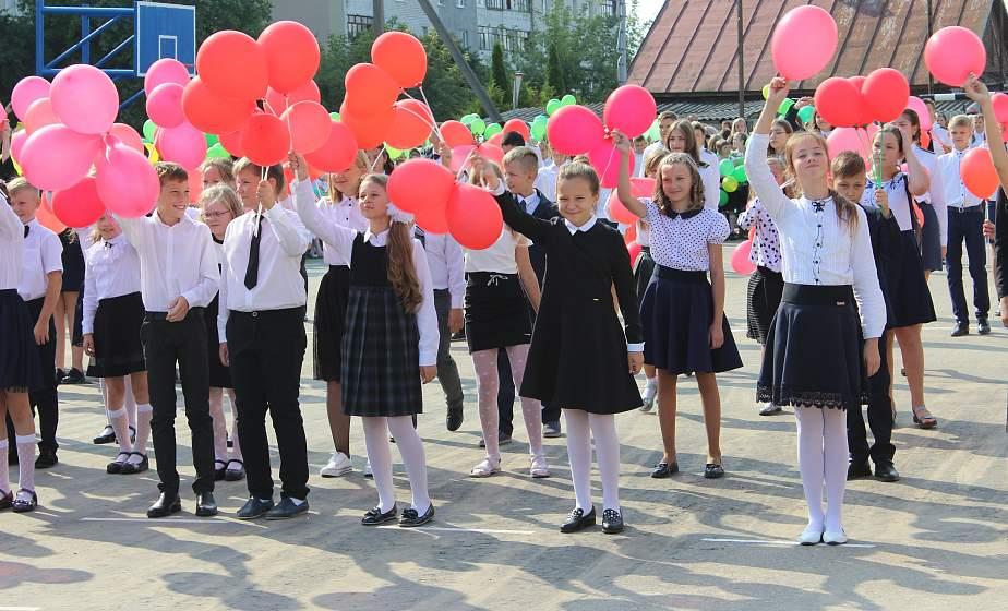 «Первоклассный» день. С новым учебным годом поздравить учеников средней школы №13 города Гродно пришли сотрудники Гродненской региональной таможни
