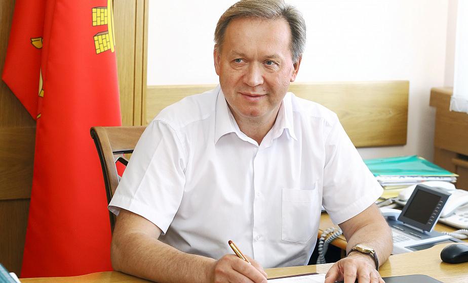 Субботнюю прямую линию провел председатель областного Совета депутатов Игорь Жук