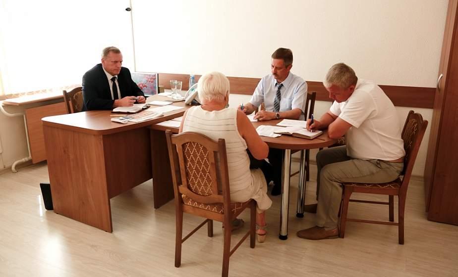 Прямую линию и прием граждан в Гродненском горисполкоме провел председатель КГК области Анатолий Дорожко
