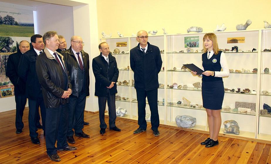 Способы привлечения туристов в регионы и Год малой родины обсудили на заседании президиума областного Совета депутатов