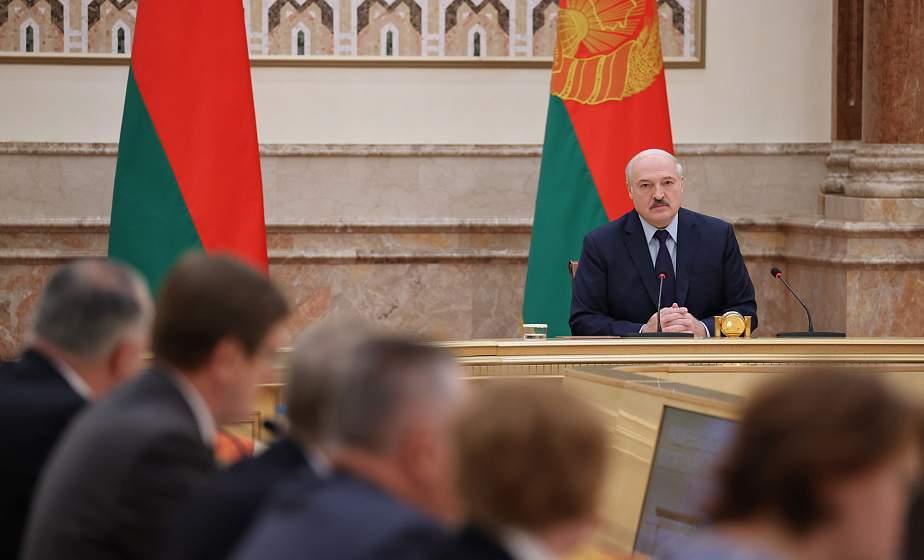 Тема недели: Итоги работы и спорные вопросы - Александр Лукашенко встретился с членами Конституционной комиссии