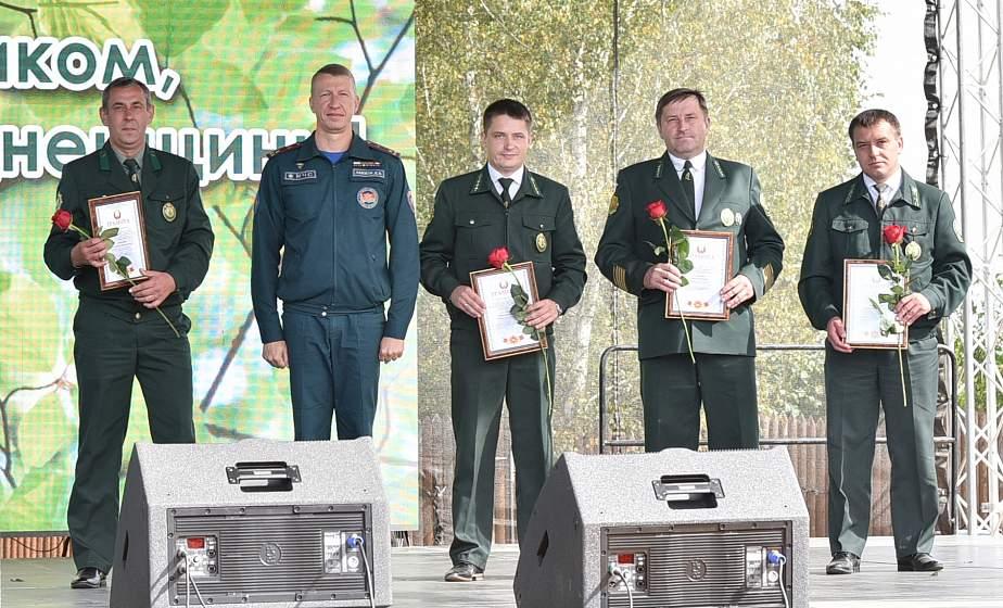 Свыше 230 работников Гродненского ГПЛХО удостоены наград накануне Дня работников леса
