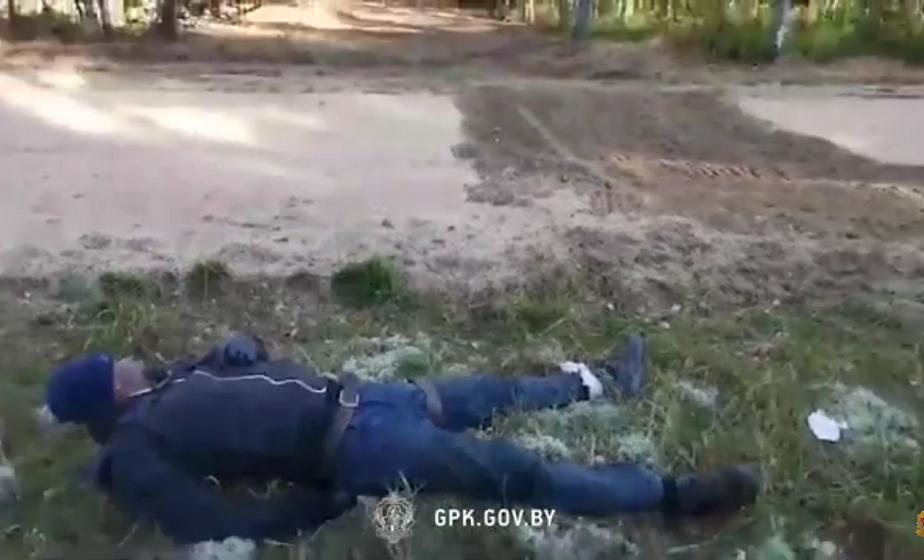 На белорусско-литовской границе обнаружили мигранта с травмой ноги. Литовские силовики выкинули его на линию границы