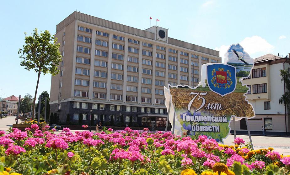 75 лет освобождения Беларуси: баннеры, билборды и украшенный Гродно